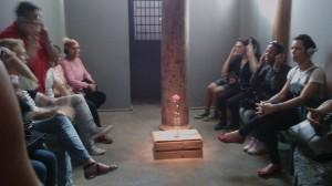 Xs alunxs puderam compartilhar suas vivências, relatando casos de tortura e aprisionamentos que, segundo elxs, faziam parte da realidade dos travestis.