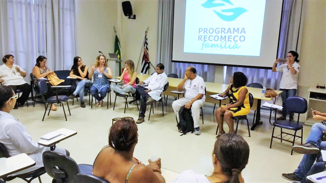 Equipe do Transcidadania participa de encontro sobre acolhimento da população T e abuso de drogas