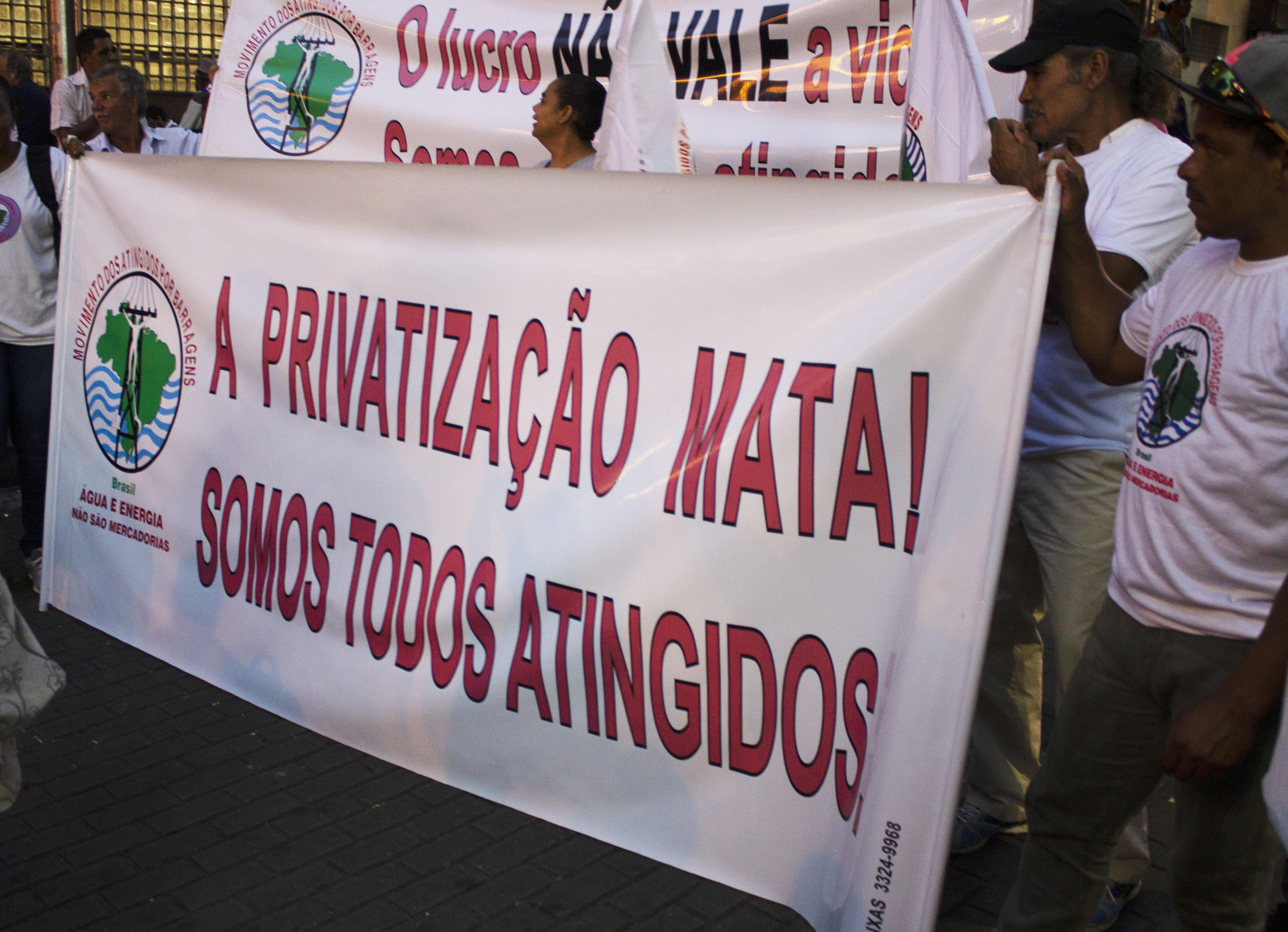 Não Esqueceremos: Atos em Minas Gerais marcam vitórias um mês após o desastre em Brumadinho