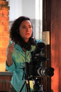 A diretora Juliana Radler durante as filmagens