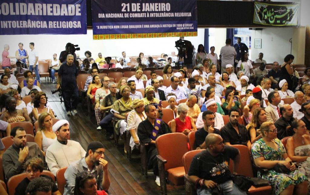 A plateia ouviu representantes de mais de 20 denominações religiosas