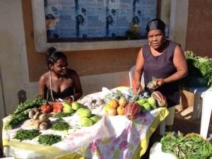 A feira valoriza o trabalho das trabalhadoras rurais da região, que podem comercializar seus produtos agrícolas e artesanais.