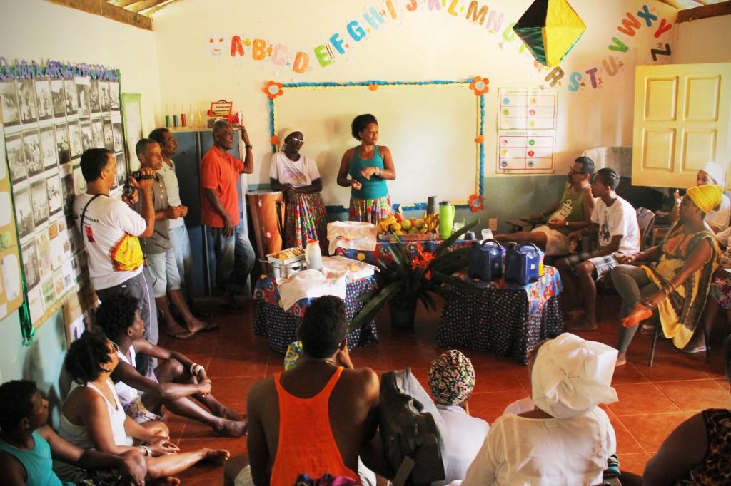 A líder quilombola Ana Célia fala da história da comunidade para jovens de terreiro